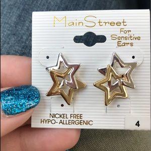 Jewelry - Silver/gold star earrings.